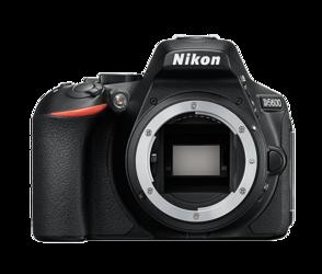 Nikon D5600 body + karta SDHC 32GB 90Mb/s